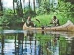 Serge und Igor angeln vom Kanu